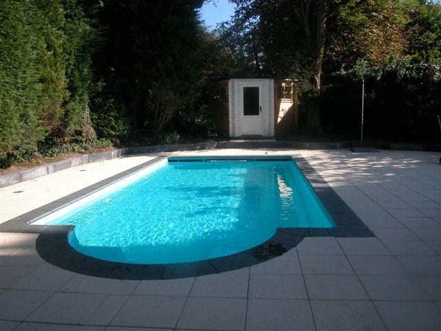 Polyesteren app nederland v o f zwembaden sauna s en for Kostprijs polyester zwembad